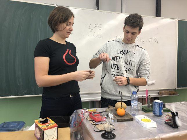 Hodina moderní chemie v Horních Počernicích